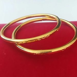 Pair of slender gold plates bangles (D4)